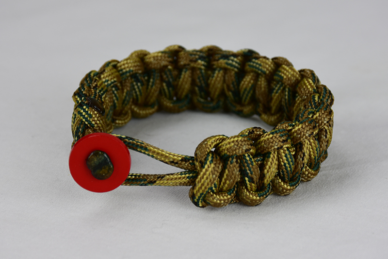 multicam camouflage paracord bracelet unity band with red button front, picture of a multicam camouflage paracord bracelet unity band with red button fastener in the front on a white background